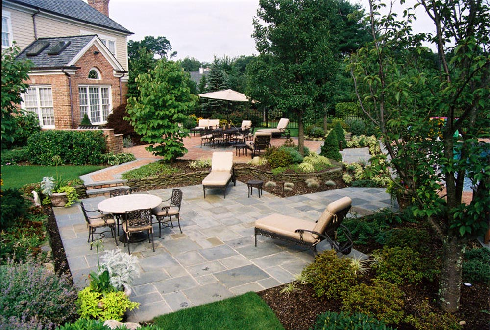 Bluestone patio with brick patio accent with drystack stone wall