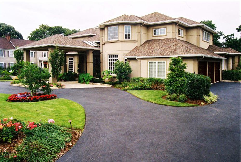 Circular Driveway with Overhead entryway