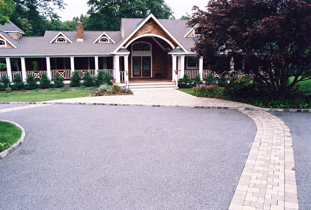 Driveway approach to welcoming covered entryway
